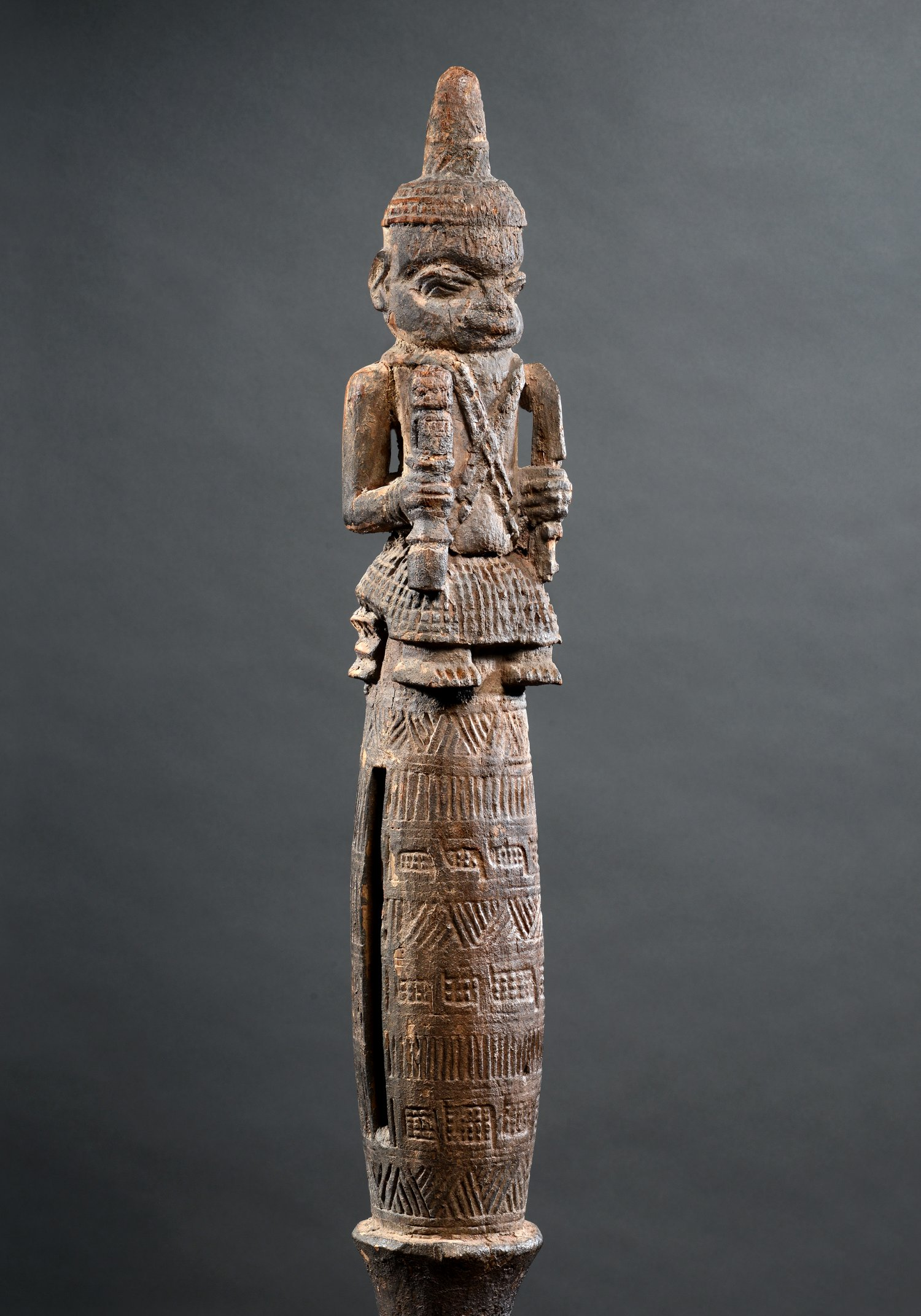 Benin ratel met drie figuren