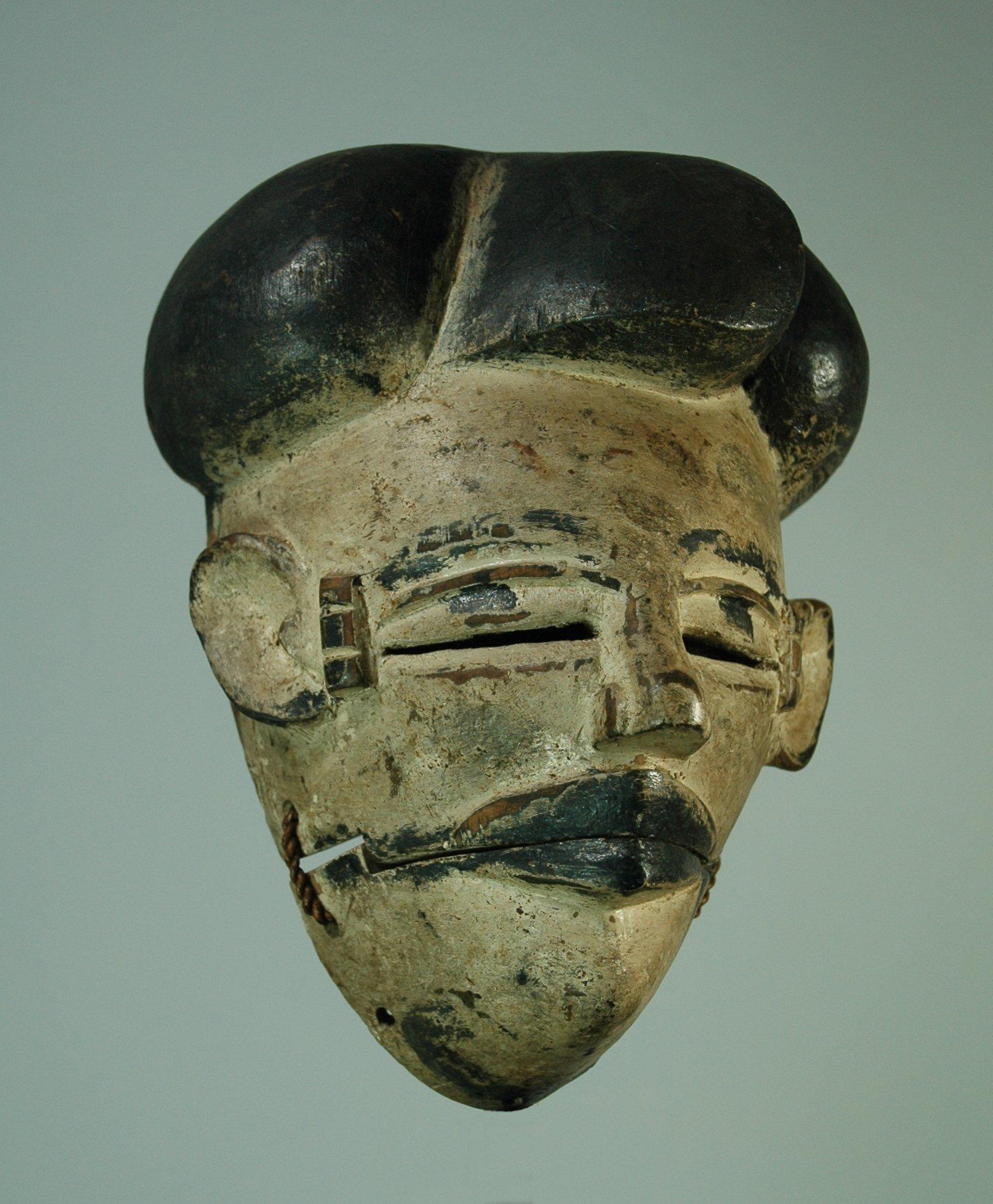 Ogoni mask, elu